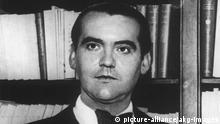 Federico Garcia Lorca / Foto Garcia Lorca, Federico span. Lyriker u. Dramatiker, Fuentevaqueros, Granada 5.6.1898 - Viznar, Granada 19.8.1936. Foto, undat. (Ausschnitt).