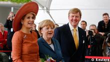 German Chancellor Angela Merkel (C) welcomes Dutch King Willem-Alexander and Queen Maxima (L) at the Chancellery in Berlin June 3, 2013. REUTERS/Tobias Schwarz (GERMANY - Tags: POLITICS ROYALS)