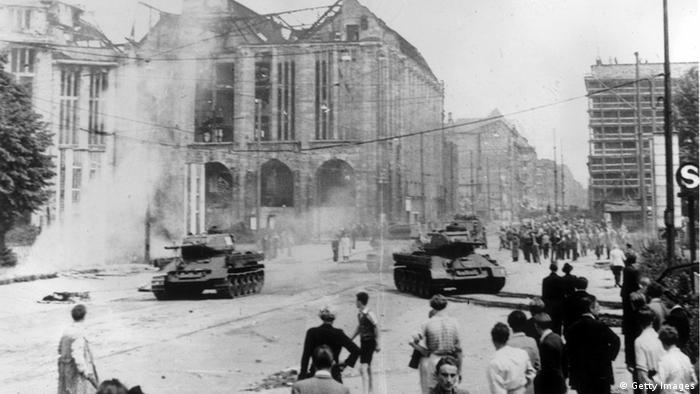 Танки на Аллее Сталина 17 июня 1953 года
