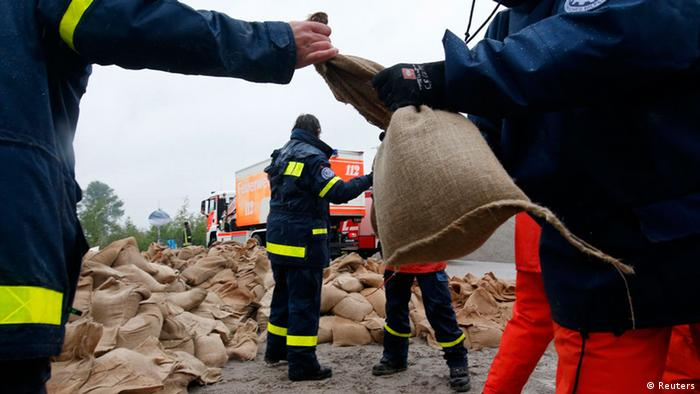 Members of the Federal Agency of Technical Relief (THW) load sandbags in Hirschfeld near Leipzig REUTERS/Fabrizio Bensch