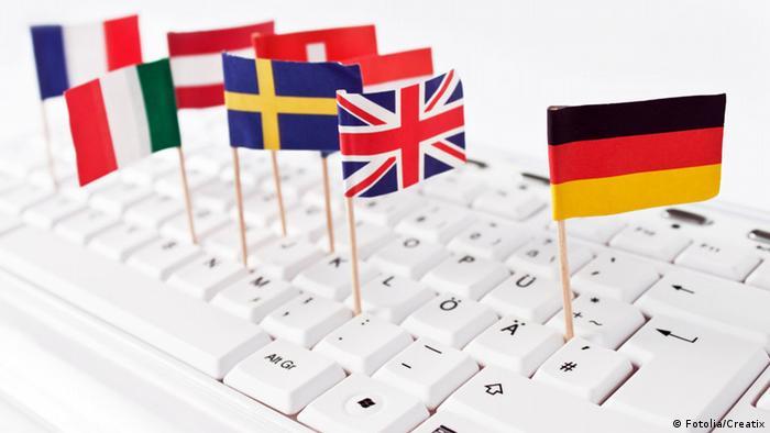 Флажки разных стран на клавиатуре комьютера
