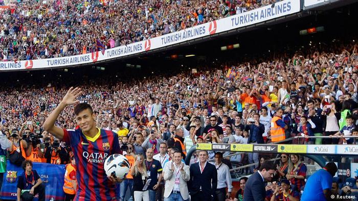Neymar in Barcelona eingetroffen (Reuters)