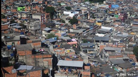 Favela in Rio de Janeiro (DW/J. Weber)