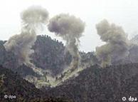 Bombardeos estadounidenses sobre las montañas de Tora Bora, en Afganistán.