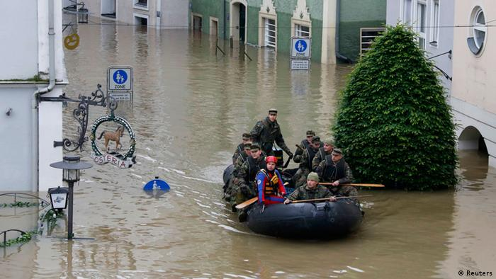 German soldiers captain a small rubber boat through the flooded city of Passau. (Photo: REUTERS/Wolfgang Rattay)
