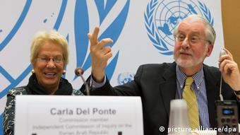 epa03730212 A picture made available on 04 June 2013 shows Switzerland's Carla del Ponte (L) member of the Commission of Inquiry on Syria, speaking with Brazil's Paulo Pinheiro (R) Chair of the Commission of Inquiry on Syria, during a press conference about the latest report by Commission of Inquiry on the Syrian Arab Republic to the Human Rights Council, in Geneva, Switzerland, 03 June 2013. EPA/SALVATORE DI NOLFI +++(c) dpa - Bildfunk+++