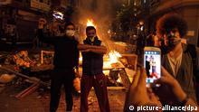 ©Nikola Mihov/Wostok Press/Maxppp Turquie, Istanbul 02/06/2013 Des milliers de personnes ont manifeste a Istanbul sur la place Taksim contre la destruction du parc Gezi et la politique du gouvernement de Recep Tayyip Erdogan. Thousands of people have manifested in Istanbul's Taksim Square against the destruction of Gezi Park and the government's policy of Recep Tayyip Erdogan.