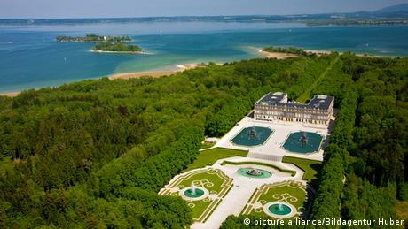 Das Neue Schloss auf der größten Insel im Chiemsee Foto: picture alliance / Bildagentur Huber