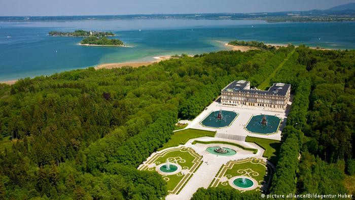 Остров посреди озера Кимзе, на котором расположен дворец Людвига II