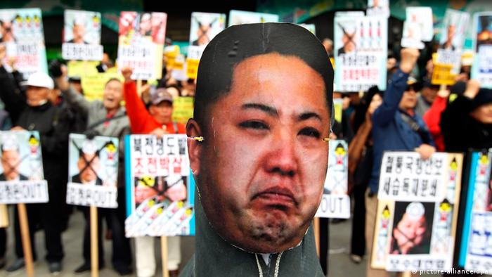 An effigy of North Korea's leader Kim Jong-Un before being burnt, during a rally against North Korea, in Seoul, South Korea, 15 April 2013. (Photo: EPA/JEON HEON-KYUN)