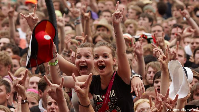 Fans at Rock am Ring, Copyright: picture-alliance/dpa