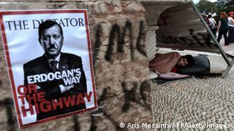 Na jednom posteru na trgu Taksim se Erdogan prikazuje kao diktator