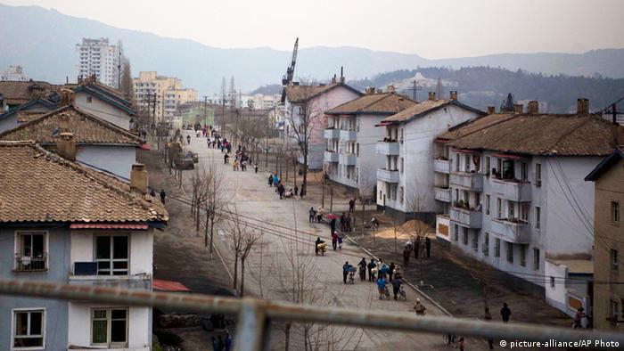 Straße in Kaesong Nordkorea DMZ Zone zwischen Nord und Süd
