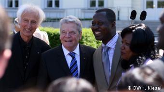 El presidente de Alemania, Joachim Gauck, con algunos becarios de la fundación Von Humboldt.