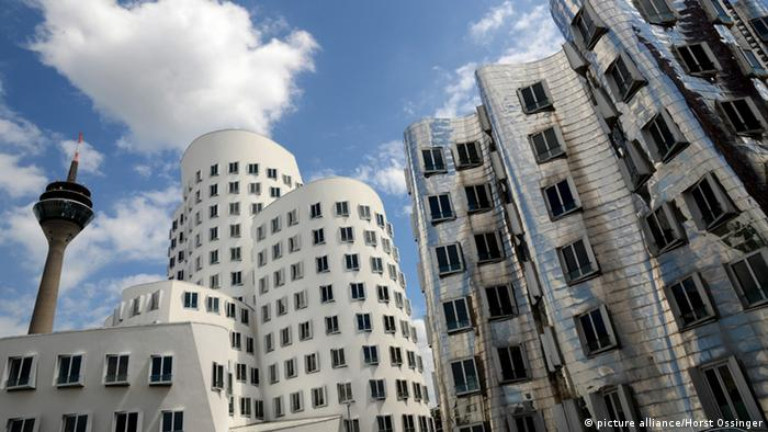 Building complex designed by Frank Gehry in Düsseldorf's media harbor.