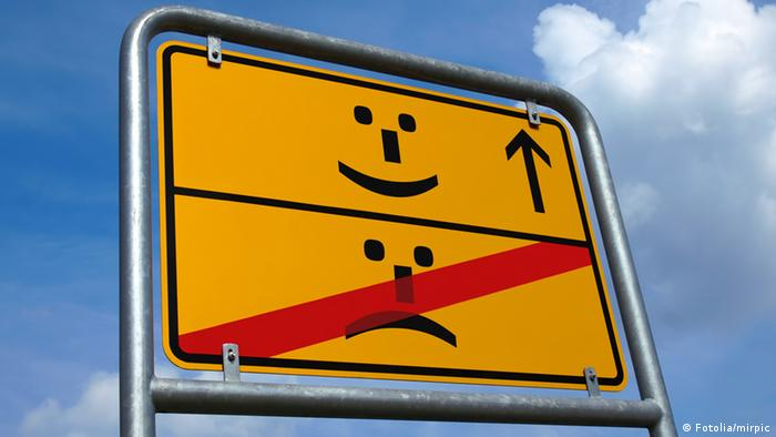 A yellow sign with smileys (Fotolia/mirpic)