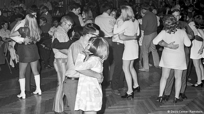 Dancers in an NCO club Copyright: Docu-Center Ramstein
