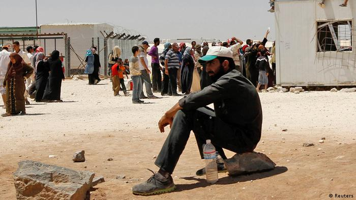 Syrian refugees wait to receive aid and rations at the Al Zaatri refugee camp in the Jordanian city of Mafraq, near the border with Syria June 4, 2013. REUTERS/Muhammad Hamed (JORDAN - Tags: POLITICS SOCIETY)