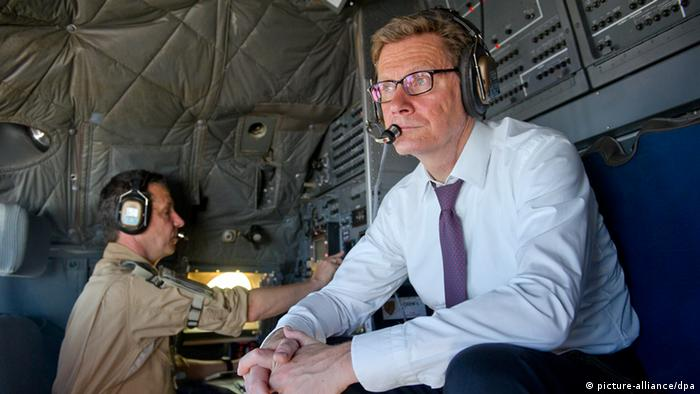 Guido Westerwelle auf dem Weg nach Afghanistan (Foto: dpa)