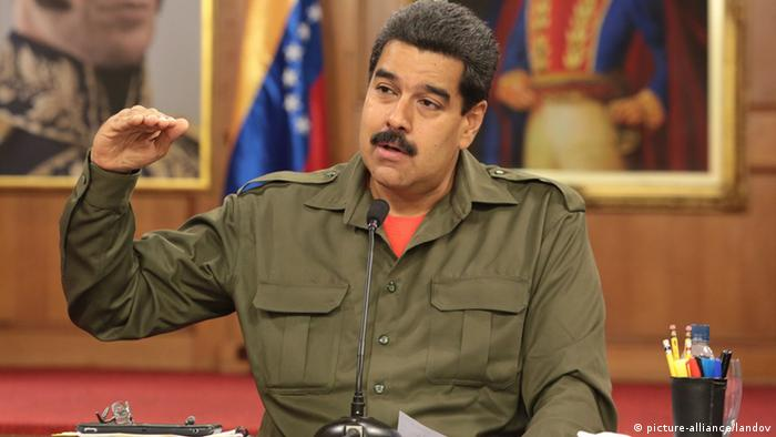 CARACAS, June 4, 2013 (Xinhua) -- Image provided by Venezuela's Presidency shows Venezuelan President Nicolas Maduro meeting with the Venezuelan Military High Council at the Miraflores Palace, in Caracas, Venezuela, on June 3, 2013. (Xinhua/Venezuela's Presidency)(jl) XINHUA /LANDOV Keine Weitergabe an Drittverwerter.