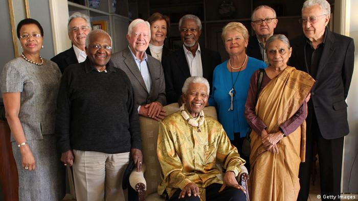 Nelson Mandela, Kofi Annan, and other members of The Elders pose for a 2010 group photo (Getty Images)