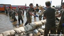 Hochwasser in Magdeburg, Soldaten helfen (Foto:Getty Images)