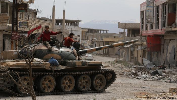 Ein Panzer der syrischen Armee in der lange Zeit heftig umkämpften Stadt Kusair (Foto: Str/AFP/Getty Images)