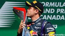 epa03738123 German Formula One driver Sebastian Vettel of Red Bull Racing kisses his trophy on the podium after winning the 2013 Canada Formula One Grand Prix at Gille Villeneuve circuit in Montreal, Canada, 09 June 2013. EPA/CJ GUNTHER +++(c) dpa - Bildfunk+++