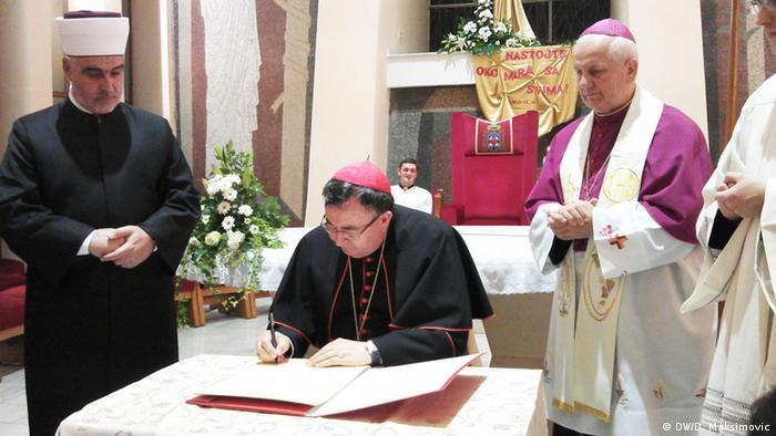 TPredstavnici Srpske pravoslavne crkve na ovom skupu učestvuju samo u ulozi posmatrača, a ne u ulozi aktivnih sudionika.