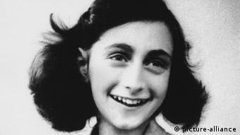A black and white portrait of the Jewish girl Anne Frank Photo: picture-alliance