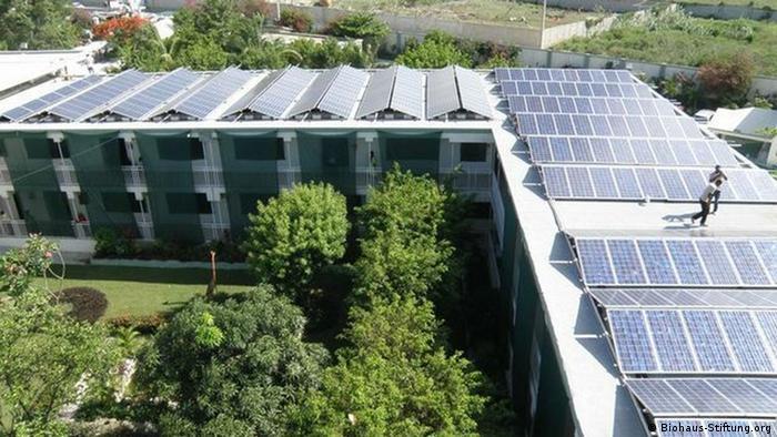 Haiti Kinderkrankenhaus mit Solaranlage auf dem Dach