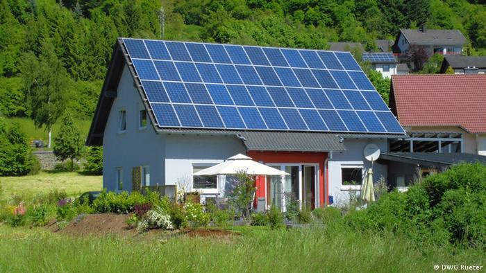 Солнечные батареи на крыше частного дома