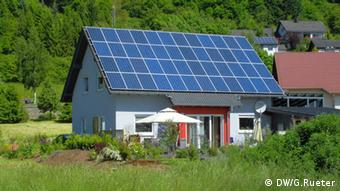 A German house with solar panels on the roof (Photo: Gero Rueter)