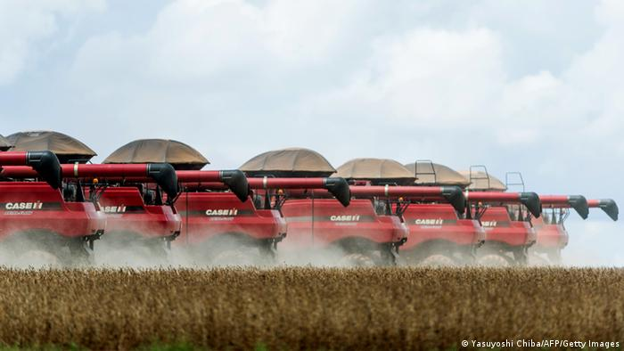 Combine harvesters crop a soybean field, in Campo Novo do Parecis, about 400km northwest from the capital city of Cuiaba, in Mato Grosso, Brazil, on March 27, 2012. AFP PHOTO/Yasuyoshi CHIBA (Photo credit should read YASUYOSHI CHIBA/AFP/GettyImages)