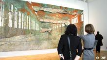 Bild: DW / Violetta Rjabko auf der Ausstellung Deutsche Kunst der XX.Jahrhundert . St. Petersburg, Russland 06/2013