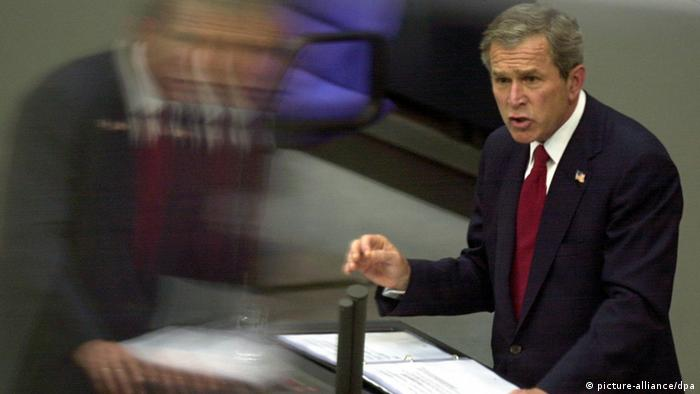 Der US-Präsident George W. Bush hält im Bundestag 2002 eine Rede - Foto: dpa