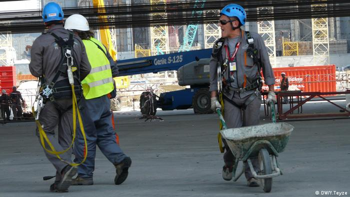 Для безопасной работы вблизи разрушенного реактора ЧАЭС пришлось удалить 55 тысяч кубических метров загрязненной почвы и отходов