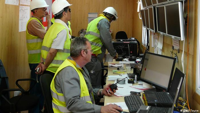 В обычном строительном вагончике работают специалисты из Нидерландов
