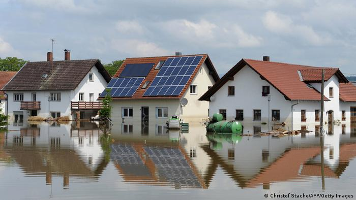 Floodwater from the Danube River submerges houses in the village of Fischerdorf on June 7, 2013 (Photo: Christof Strache)