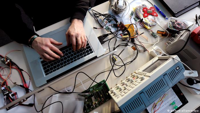 Symbolbild Internet Überwachung Hacker Datenschutz Spionage