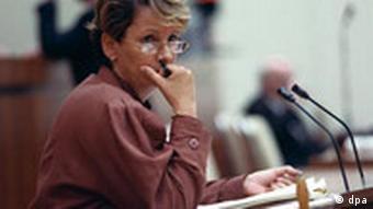Das Ergebnis der Abstimmung über den Kompromißantrag, der den Beitritt der DDR zum Geltungsbereich der Bundesrepublik Deutschland am 03.10.1990 Volkskammer