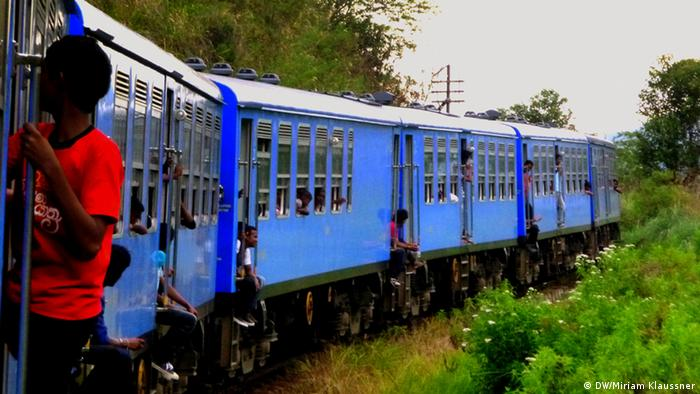 Train crowded with passangers in Sri Lanka. (Photo: DW/Miriam Klaussner)