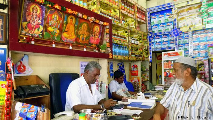 Hindu gods being displayed in a shop (Photo: DW/Miriam Klaussner)