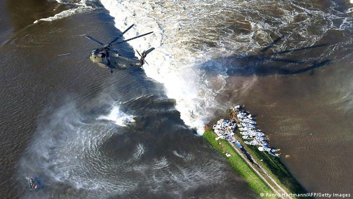 A helicopter of German armed forces carries sandbags to a breach in a dike along the river Elbe in Fischbeck, near Stendal (Photo: RONNY HARTMANN/AFP/Getty Images)