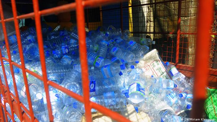 Recycled plastic bottles (Photo: DW/Miriam Klaussner)