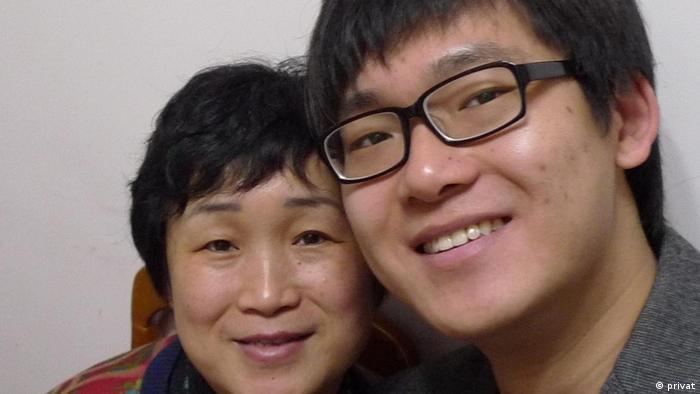 The picture is of Li Meng and his mom.