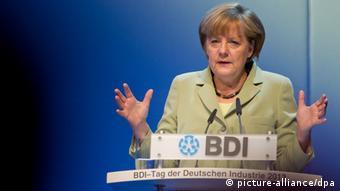 Bundeskanzlerin Angela Merkel (CDU) spricht am 11.06.2013 auf dem Tag der Deutschen Industrie in Berlin. Im Laufe der Veranstaltung spricht auch noch der SPD-Kanzlerkandidat Steinbrück. Foto: Tim Brakemeier/dpa