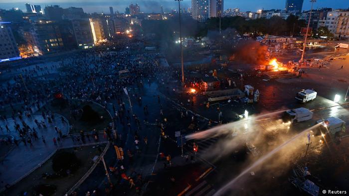 Policia shpërndan demonstruesit në Sheshin Taksim