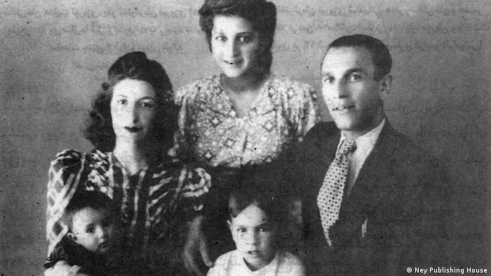 بدیعزاده در کنار همسر، دختر، پسر و خواهرزادهاش