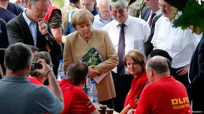 Angela Merkel Hochwasser Elbe in Hitzacker 12.06.2013